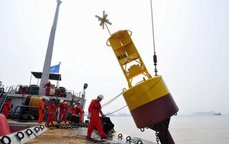上海:深水港裏布航標
