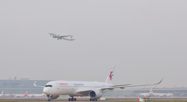 東航首架A350-900飛抵上海