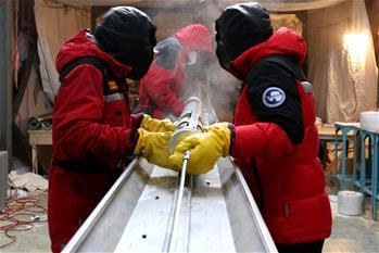 通訊:南極冰蓋之巔深冰芯房探秘